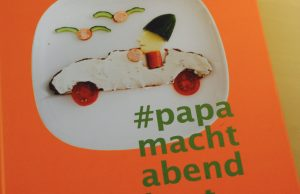 Papa macht Abendbrot. Daniel Staffen-Quandt: #Papamachtabendbrot. Ein Vorlese-Rezept-Buch für Väter und Mütter, München 2016,